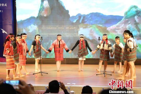 台湾营员表演传统古调。 连小芬 摄