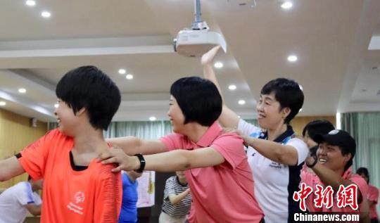 特殊奥林匹克融合夏令营是专门为智力障碍人群和健全人群开展的大型暑期实践活动。 陈静枭 摄