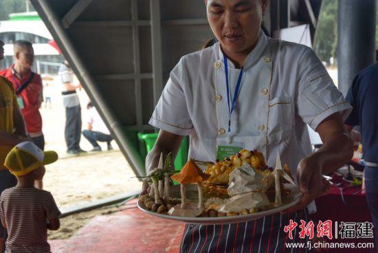地瓜烹饪大赛现场。