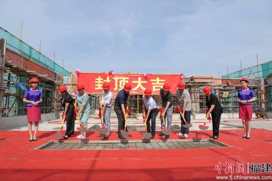 13日,福州市中医院新病房综合大楼顺利完成主体结构封顶。
