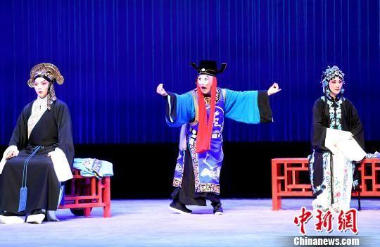 由福建京剧院复排的程派经典剧目《御碑亭》首演。 记者刘可耕 摄