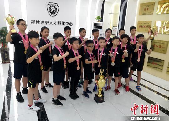 年轻选手一路过关斩将,夺得9金7银9铜佳绩。供图