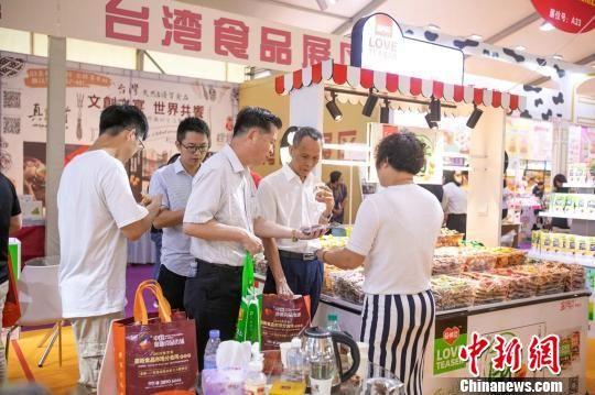第三届海峡两岸食品交易会暨第六届闽台(泉州)食品交易会吸引了多家台湾食品企业参展。 钟欣 摄