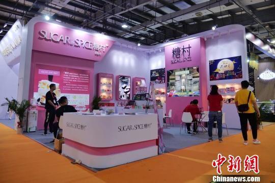 """台湾知名糖果糕点品牌""""糖村""""首次亮相两岸""""食交会""""。 钟欣 摄"""