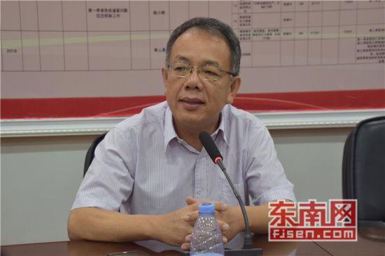 福建省侨联副主席翁小杰发言。