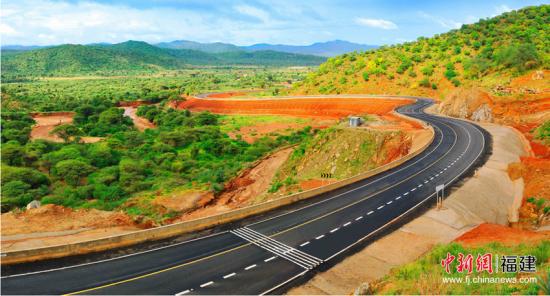 图为肯尼亚特比 - 摩亚雷(A2)公路。
