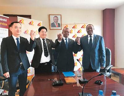 2018年2月,肯尼亚铁路局与业务覆盖东部非洲的中肯国际物流有限公司签署经由蒙内铁路运输货物的货运合作协议。图为卓武(左二)推动并见证了该协议签署。卓武 供图