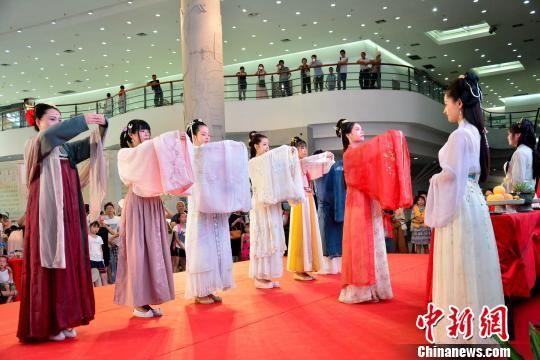 """""""2019海峡两岸乞巧文化节""""11日在厦门启幕。供图"""
