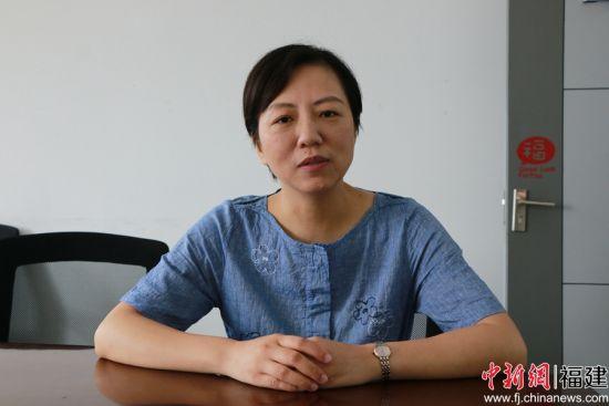 林鎏娟接受中新网记者采访