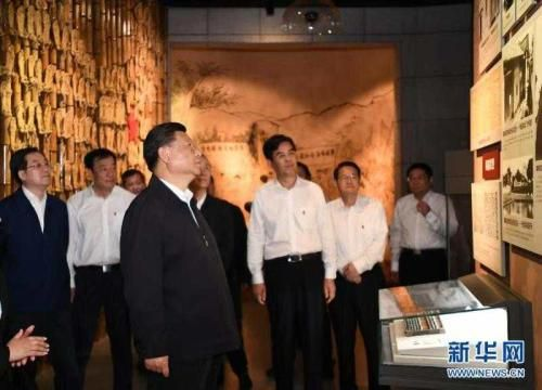 5月20日,习近平在江西省于都县中央红军长征出发纪念馆参观。 新华社记者 谢环驰 摄