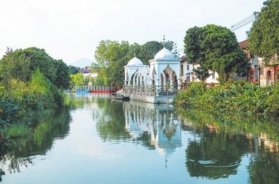水清岸绿的双福回族村 许武 摄