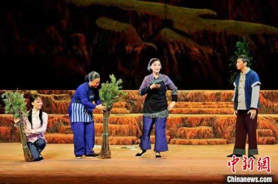 新编现代京剧《红土》剧照。福建京剧院供图