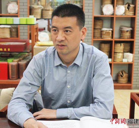 图为寿宁县副县长黄日发在广州调研茶叶市场。