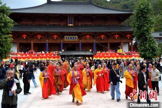 11月22日,首届国际黄檗禅论坛在福建省福清市黄檗山万福寺举办。中新社记者 张斌 摄