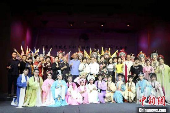 """""""闽南传统艺术种子培训-歌仔戏""""冬令营在厦举办,两岸青年演员一同参与培训。"""
