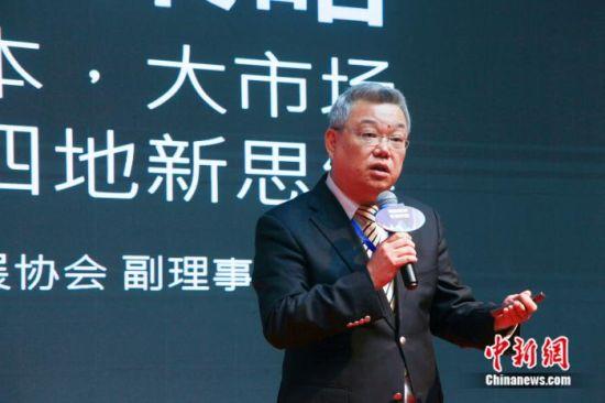 台湾中华广播电视节目制作商业同业公会常务理事顾超在海峡两岸电视论坛上演讲。徐晨 摄