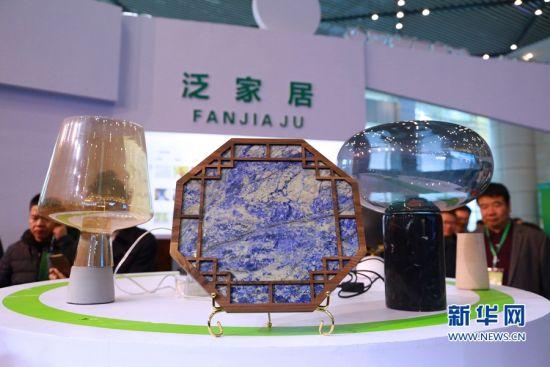在第四届中国(南安)泛家居主题活动周上展示的家居摆件。新华网发(林楷煜 摄)