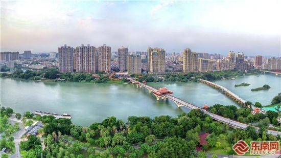 经过综合治理,漳州九龙江呈现河畅、水清、岸绿、景美的效果。 白志强 摄