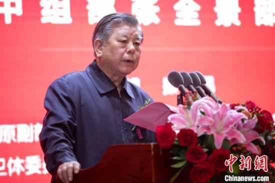 中国关工委常务副主任胡振民宣读原中组部部长张全景贺信。(张丽君摄)