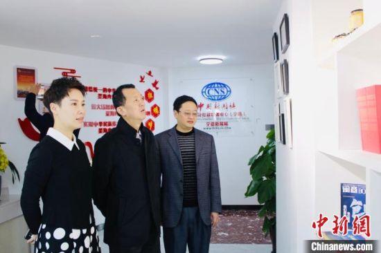 """图为考察""""福侨世界总网""""宁德站。 林榕生 摄"""