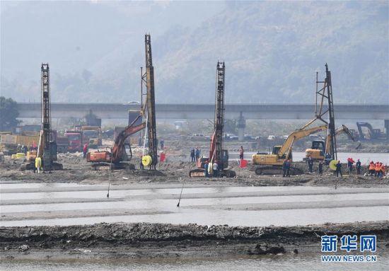 这是位于福建省宁德市蕉城区的宁德锂电新能源车里湾基地开工现场(2月26日摄)。