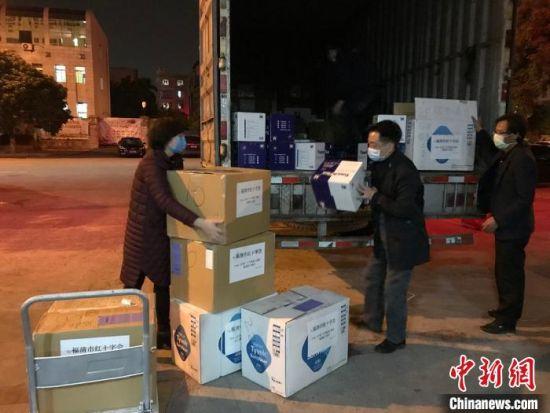 致公党福清市委会携手海外洪门捐赠物资支援家乡抗疫。 郑松波 摄