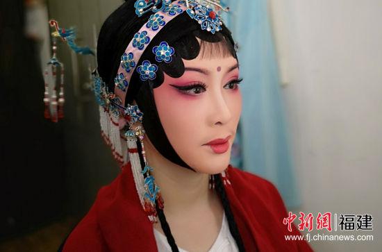 图为:莆仙戏剧院副院长黄艳艳妆后照。受访者供图