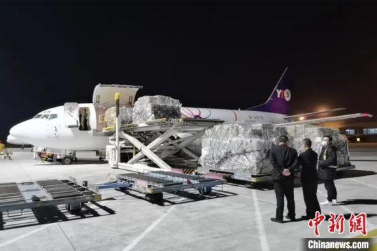 """""""晋江—马尼拉""""国际货运包机满载防疫物资,驰援菲律宾。陆地港集团供图"""