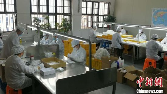 奥特路(漳州)光学科技有限公司护目镜生产车间。龙文区融媒体中心供图