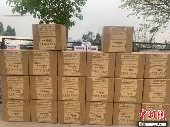 奥特路(漳州)光学科技有限公司为伊朗捐赠1000副医用隔离眼罩,助力伊朗抗击新冠肺炎疫情。龙文区融媒体中心供图