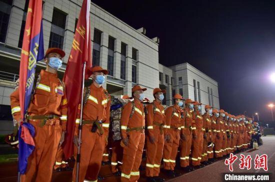 """5月18日至20日,福建省消防救援总队在漳州市龙文区开展代号为""""闽动-2020""""的72小时全流程全要素全力量的应急救援实战演练。供图"""