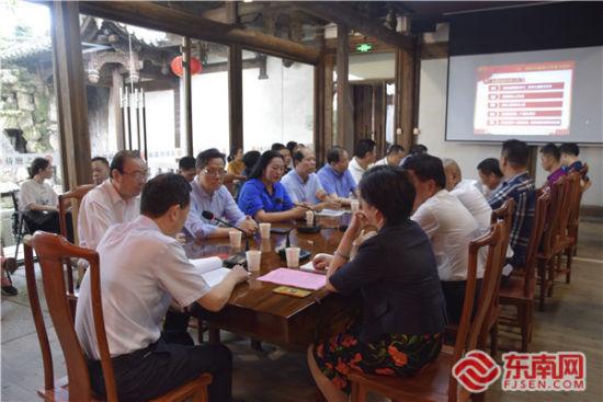 座谈会现场 东南网记者陈佳丽 摄