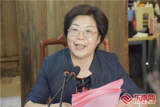 福州市侨联主席蓝桂兰作会议小结 东南网记者陈佳丽 摄