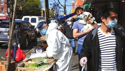 当地时间5月12日,美国纽约布鲁克林八大道华人社区,街头的商贩与行人。