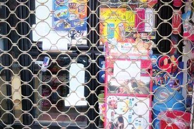 ▲出于安全考虑,西班牙马德里部分商铺至今未复市。