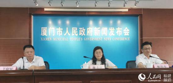 7月27日下午,厦门市召开新闻发布会介绍2020年上半年经济运行情况。 林盈摄