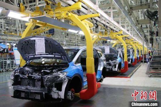 资料图:吉利汽车生产线。 邱凌峰 摄