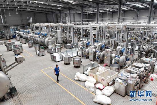 9月8日拍摄的福建东龙针纺有限公司染整厂一角。新华社记者 林善传 摄