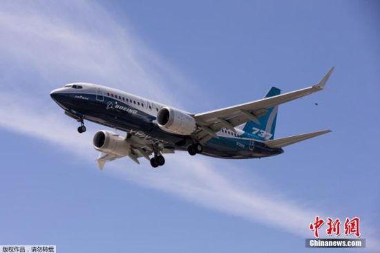 资料图:当地时间6月29日,美国华盛顿州西雅图,一架波音737 MAX飞机在波音机场试飞后降落。据路透社报道,此次飞行测试预计为期三天,是737Max复飞的关键一步。