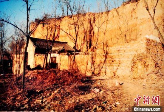 图为老房子,目前院内废弃窑洞已经坍塌。 晋城市公安局供图