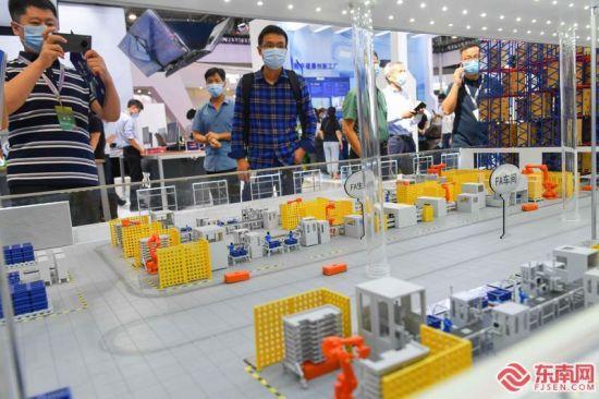 10号馆的5G数字工厂模型 福建日报记者 游庆辉 摄