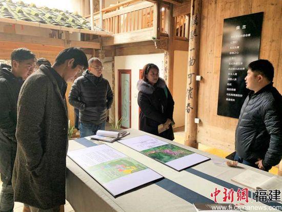图为走访屏南县乡村。