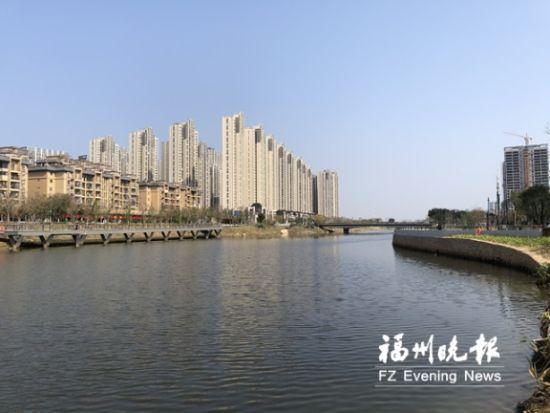 公园河道宽阔,风光旖旎。