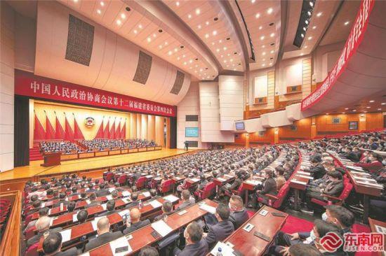 昨日上午,省政协十二届四次会议在福州闭幕。福建日报记者 林熙 摄