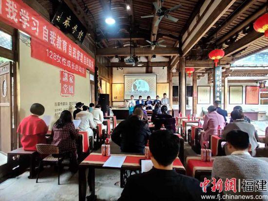 1月28日,位于福建省福州市的三坊七巷名人家风家训馆内传来一阵王守仁《教约》选段诵读声。