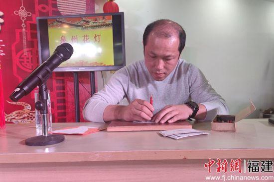 泉州花灯制作技艺代表性传承人傅草艺。(吴冠标 摄)