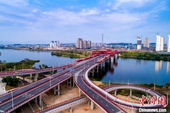 航拍漳州市金峰大桥。 靳晰 摄