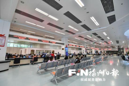 """福州政务服务不仅""""效率高""""而且""""服务好""""(资料照片)。记者 张人峰 摄"""