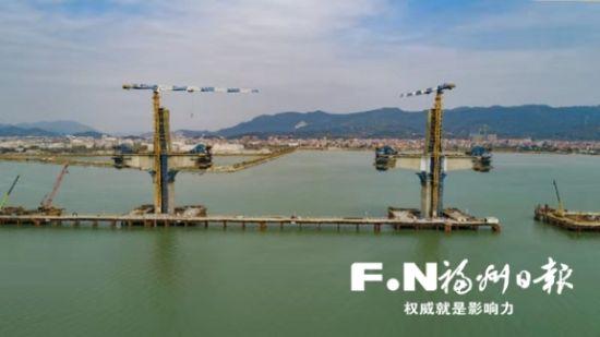 福厦高铁湄洲湾跨海大桥主塔封顶。通讯员 杨存兴 摄