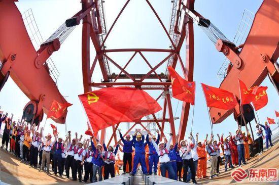 在平潭海峡公铁大桥等重点项目建设过程中,党员突击队发挥了攻坚作用。福建日报记者 林辉 摄